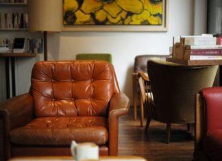 Szukasz inspiracji? Podpowiadamy jakie krzesła sprawdzą się w nowoczesnym salonie!
