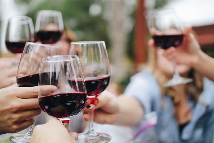 Jakie wino wybrać na uroczystą okazję?