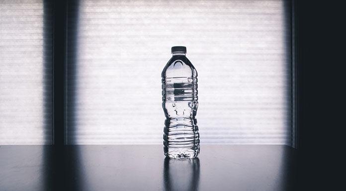 Dyskretne piękno butelek PET. Wpływ opakowań na decyzje konsumenckie