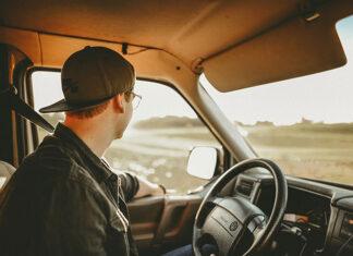 Jak skutecznie redukować odblaski słońca w trakcie jazdy samochodem